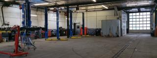 Strategically Located Truck & Auto Repair Shop
