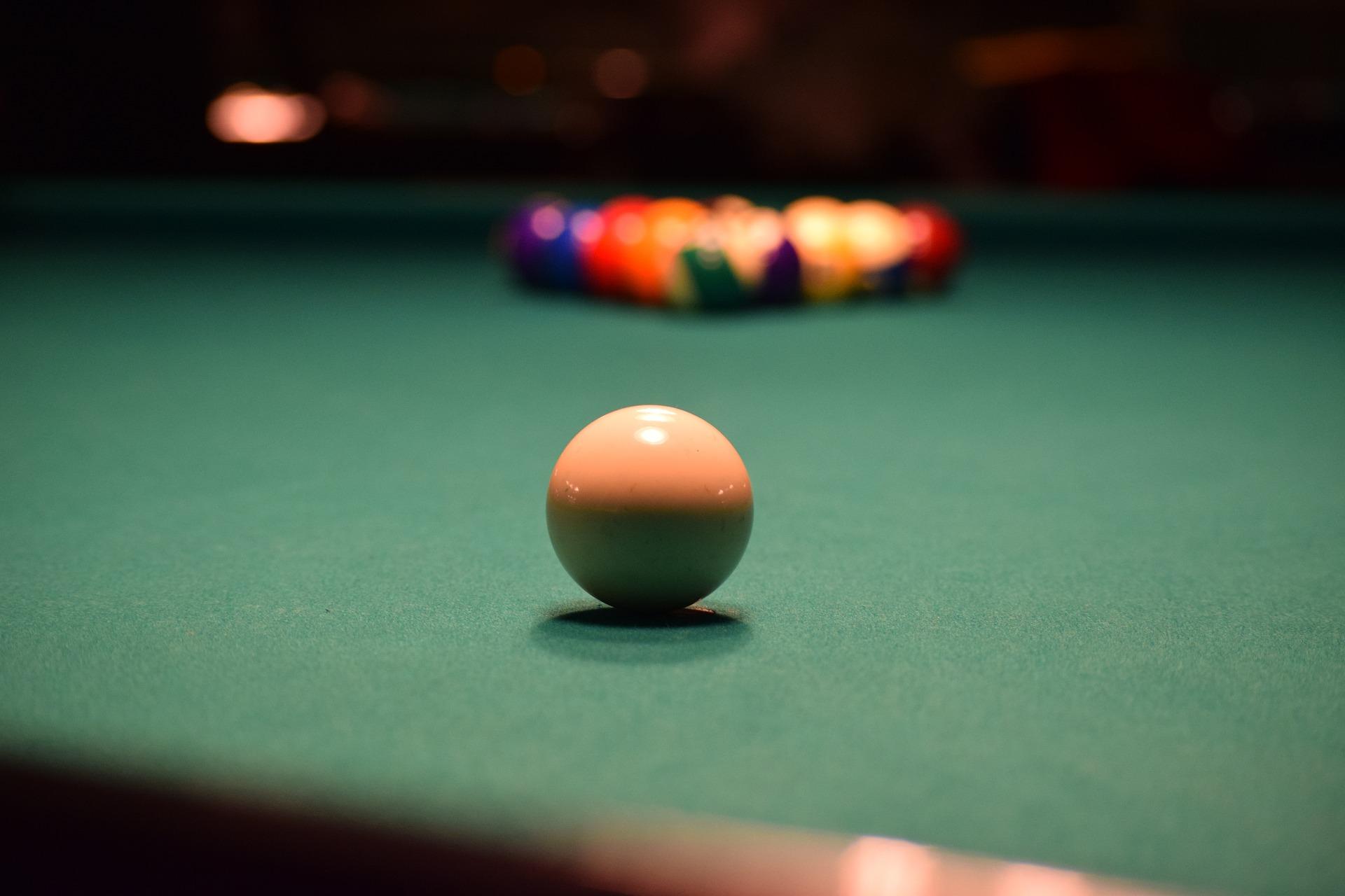 Pool Hall w Bar